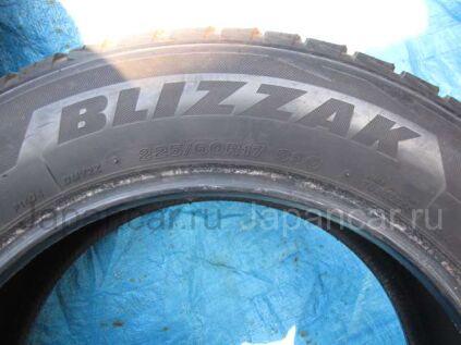 Всесезонные шины Bridgestone Blizzak dm-v2 225/60 17 дюймов б/у во Владивостоке