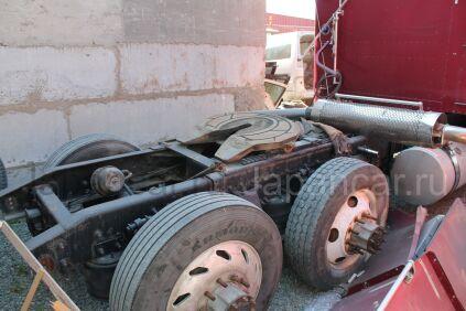 Седельный тягач FREIGHTLINER FLD120 2000 года во Владивостоке