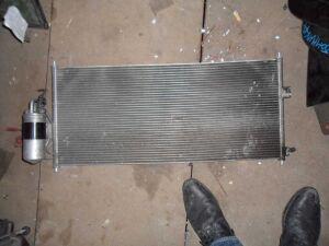 Радиатор кондиционера на Nissan Ad Y11
