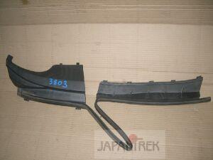 Решетка под лобовое стекло на Toyota Ractis SCP100