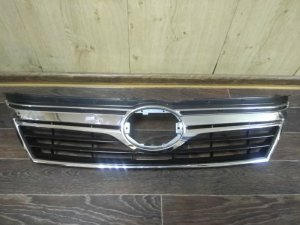 Решетка радиатора на Toyota Camry AVV50