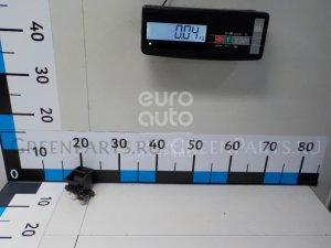 Кнопка на Toyota Avensis III 2009- 8439005020