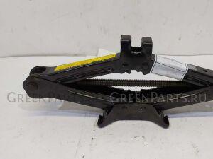 Домкрат на Toyota Cresta GX100, GX105, JZX100, JZX101, JZX105, LX100