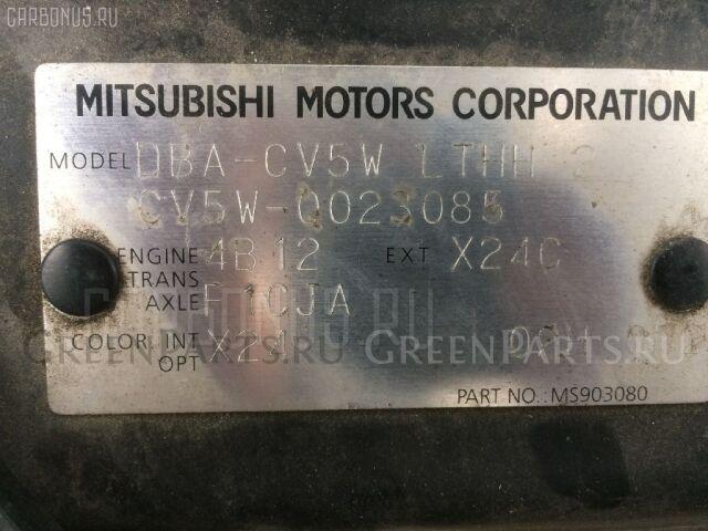 Держатель дворника на Mitsubishi Delica D5 CV5W