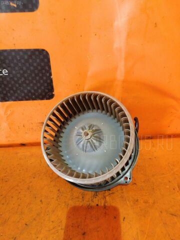 Мотор печки на Toyota Wish ZNE10G