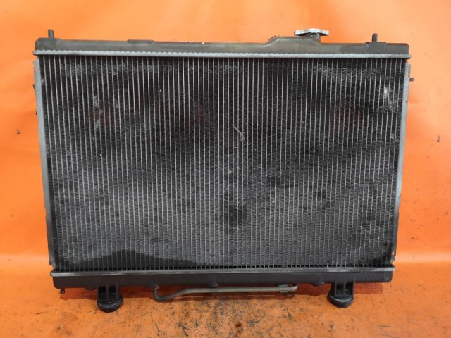 Радиатор двигателя на Toyota Ipsum SXM10G 3S-FE