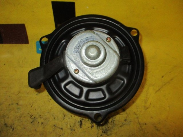 Мотор печки на Toyota Starlet EP91