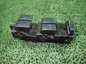 Блок упр-я стеклоподъемниками на Suzuki Kei HN11S F6AT
