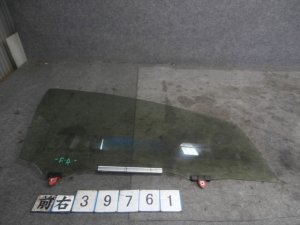 Стекло на Toyota Aqua NHP10
