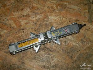 Домкрат на Toyota Ipsum SXM15, SXM10, CXM10 3S-FE, 3C-TE