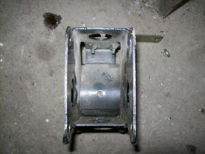 Подушка двигателя на Nissan U31 QR25