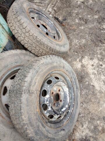 шины Bridgestone Blizzak 155/80R13 зимние на дисках Штамповка R13