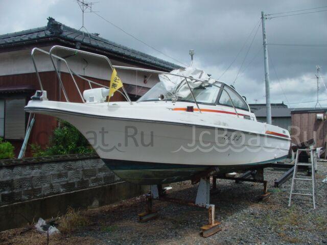 яхта моторная 2000 г.