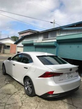 LEXUS IS300H 2016