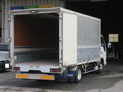 Фургон-бабочка ISUZU ELF 2003 года во Владивостоке